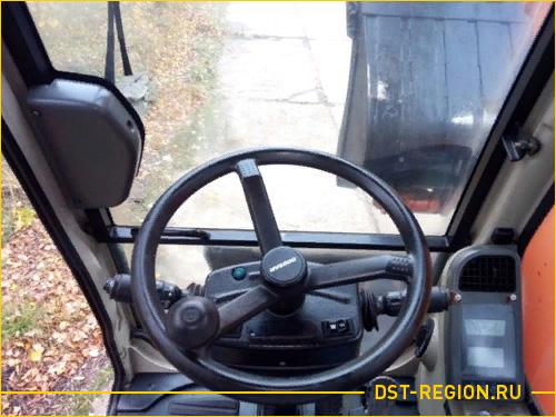 Руль в кабине экскаватора Doosan