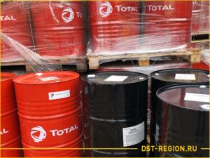 Склад с маслом total для спецтехники