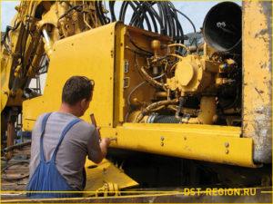 Ремонтник обслуживание двигатель экскаватора
